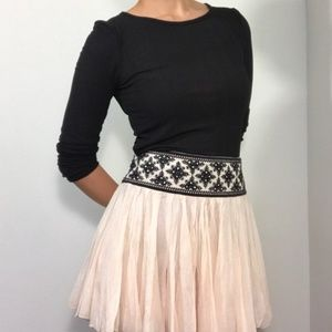 [FREE PEOPLE] Ruffle skirt with embroidery detail
